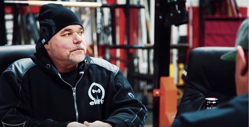 Louie Simmons, vận động viên powerlifter và huấn luyện viên sức mạnh lừng danh.