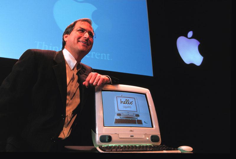 Steve Jobs và chiếc máy tính đáng yêu